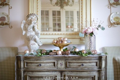 Adorable Gold Christmas Decoration Ideas 18