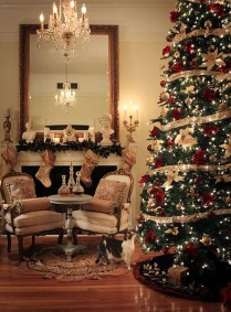 Adorable Gold Christmas Decoration Ideas 20