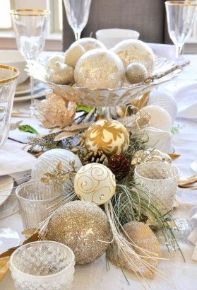Adorable Gold Christmas Decoration Ideas 24
