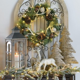 Adorable Gold Christmas Decoration Ideas 29