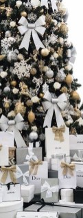 Adorable Gold Christmas Decoration Ideas 31