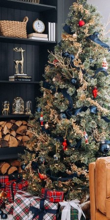 Adorable Gold Christmas Decoration Ideas 45