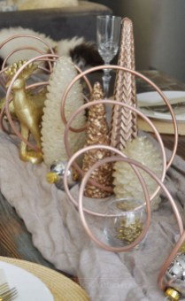 Adorable Gold Christmas Decoration Ideas 48