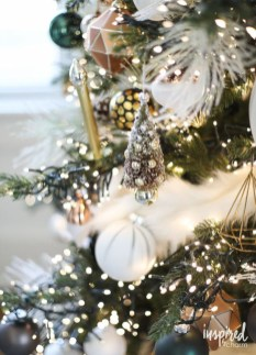 Amazing Gold Christmas Decoration Ideas 12