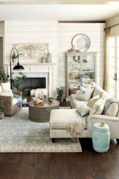 Awesome French Farmhouse Living Room Design Ideas 08