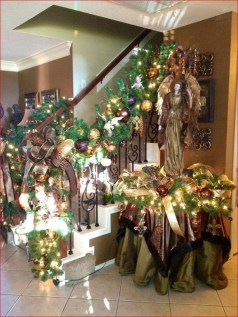 Beautiful Christmas Stairs Decoration Ideas 01