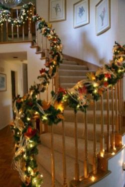 Beautiful Christmas Stairs Decoration Ideas 07