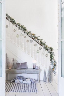 Beautiful Christmas Stairs Decoration Ideas 17