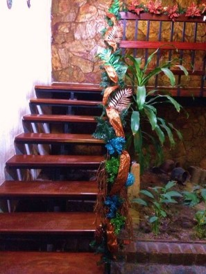 Beautiful Christmas Stairs Decoration Ideas 18