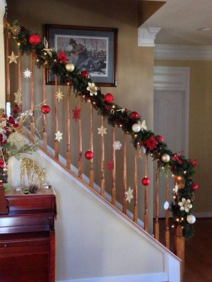 Beautiful Christmas Stairs Decoration Ideas 26