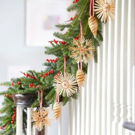 Beautiful Christmas Stairs Decoration Ideas 50