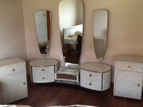 Cozy Mid Century Dressing Tables Vanities Ideas 31
