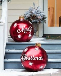 Cozy Rustic Outdoor Christmas Decor Ideas 31