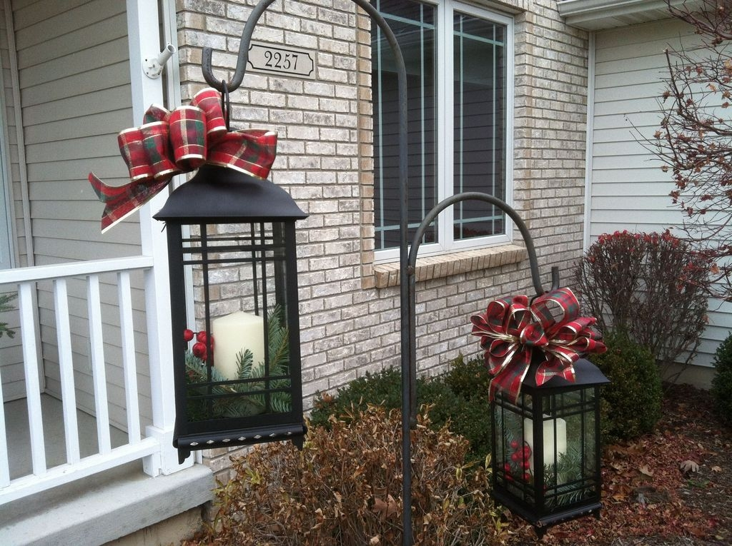 Cozy Rustic Outdoor Christmas Decor Ideas 40