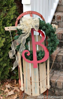 Cozy Rustic Outdoor Christmas Decor Ideas 44