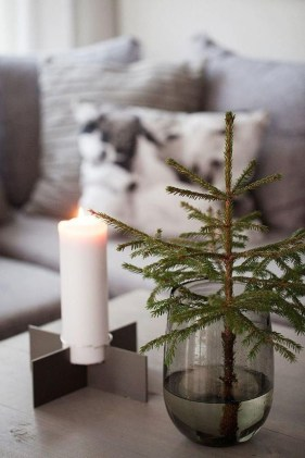 Fascinating Christmas Decor Ideas For Small Spaces 14