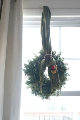 Fascinating Christmas Decor Ideas For Small Spaces 42