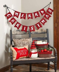 Fascinating Christmas Decor Ideas For Small Spaces 46