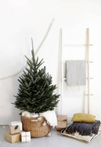 Fascinating Christmas Decor Ideas For Small Spaces 47