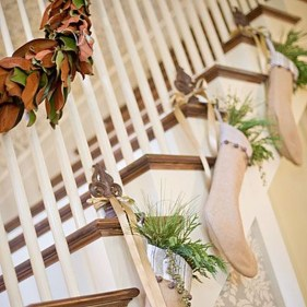 Gorgeous Ways To Decorate Your Stairs In This Christmas Ideas 19