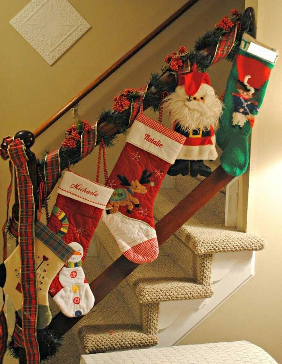Gorgeous Ways To Decorate Your Stairs In This Christmas Ideas 26