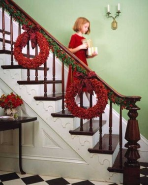 Gorgeous Ways To Decorate Your Stairs In This Christmas Ideas 27