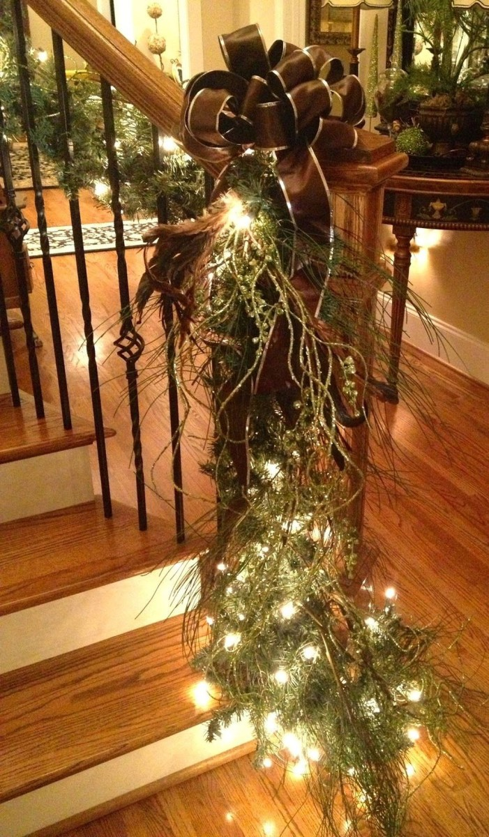 Gorgeous Ways To Decorate Your Stairs In This Christmas Ideas 29