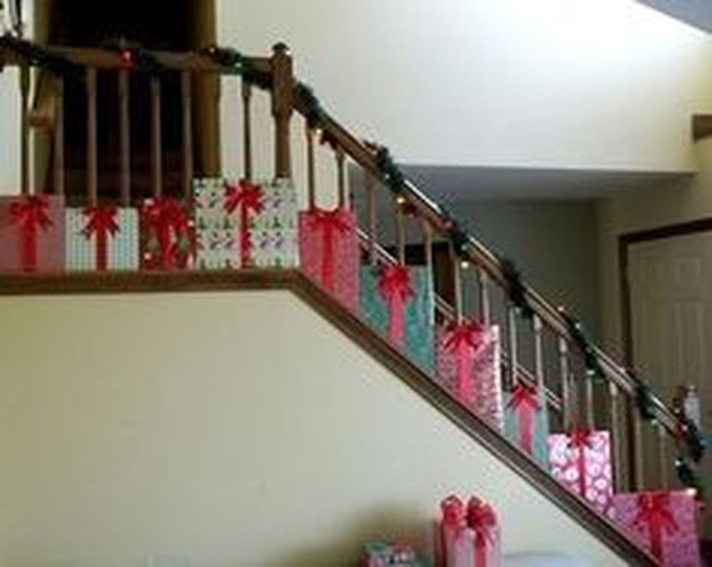 Gorgeous Ways To Decorate Your Stairs In This Christmas Ideas 40