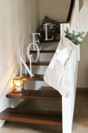 Gorgeous Ways To Decorate Your Stairs In This Christmas Ideas 47