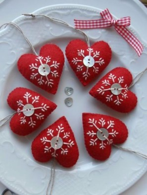 Lovely Homemade Christmas Decorations Ideas 23