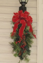 Lovely Traditional Christmas Decorations Ideas 10