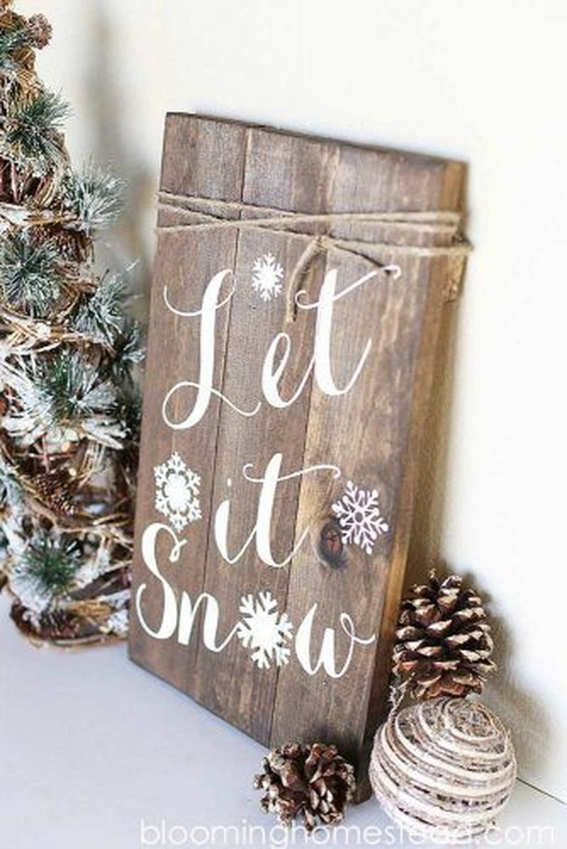 Lovely Traditional Christmas Decorations Ideas 20