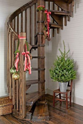 Lovely Traditional Christmas Decorations Ideas 41