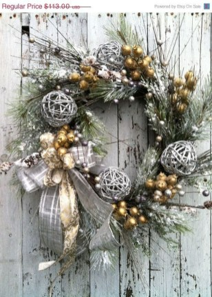 Magnificient Rustic Christmas Decorations And Wreaths Ideas 26