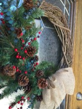 Magnificient Rustic Christmas Decorations And Wreaths Ideas 37