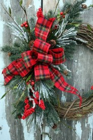 Magnificient Rustic Christmas Decorations And Wreaths Ideas 45