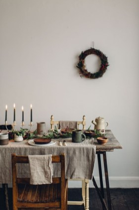 Modern Rustic Christmas Table Settings Ideas 36