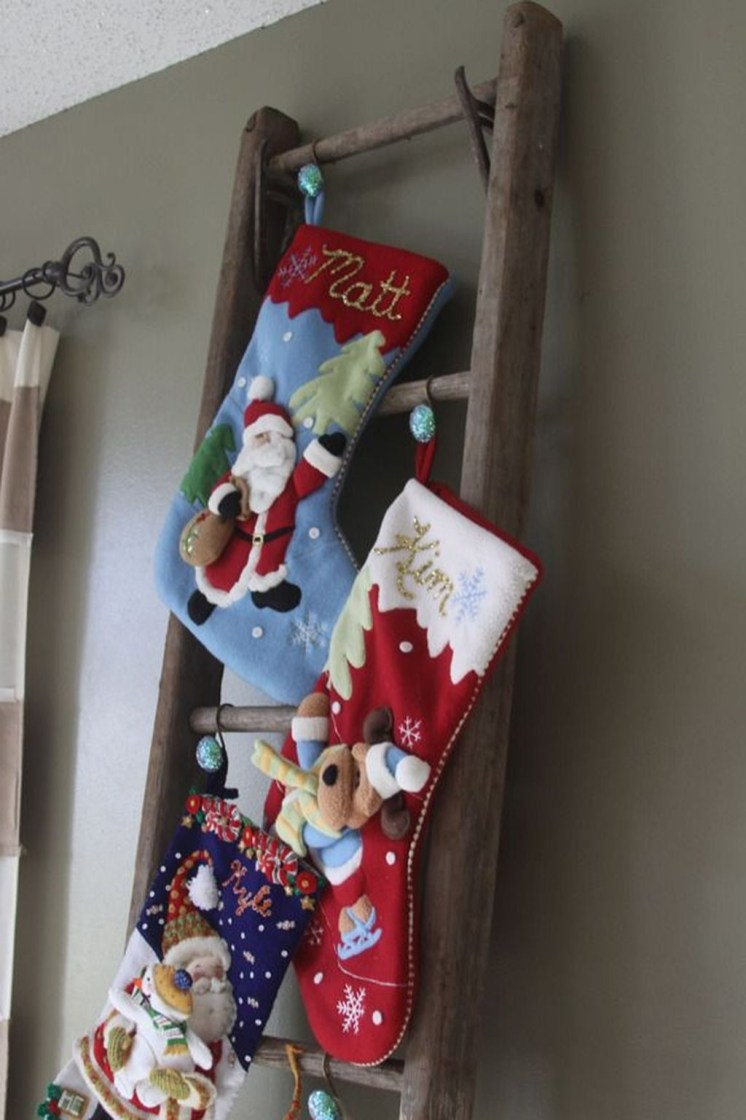 Perfect Christmas Stocking Decoration Ideas 45