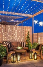 Stunning Balcony Decor Ideas For Christmas 04