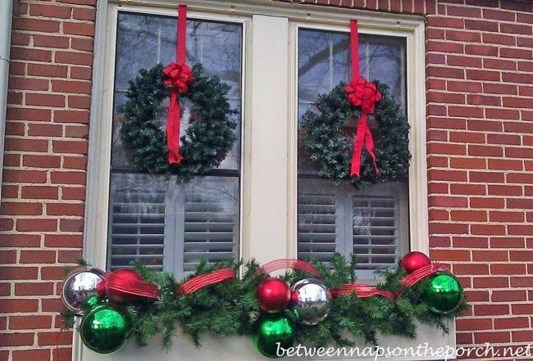 Stunning Balcony Decor Ideas For Christmas 18
