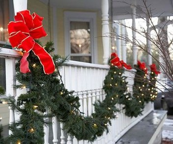 Stunning Balcony Decor Ideas For Christmas 22