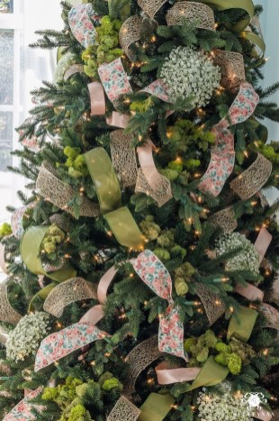 Stylish Decorated Christmas Trees 2018 Ideas 17