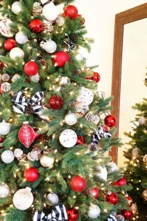 Stylish Decorated Christmas Trees 2018 Ideas 50