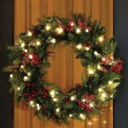 Awesome Christmas Wreath Decoration Ideas For Your Home 22