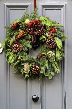 Awesome Christmas Wreath Decoration Ideas For Your Home 27