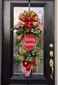 Awesome Christmas Wreath Decoration Ideas For Your Home 44