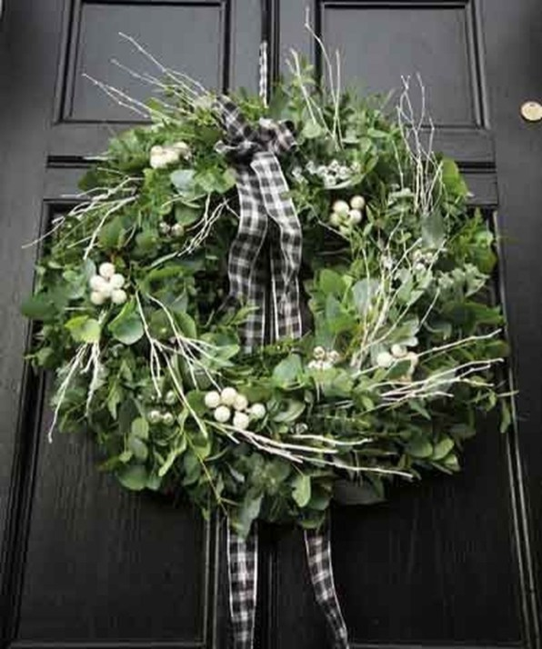 Awesome Christmas Wreath Decoration Ideas For Your Home 49