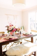 Charming Dining Room Decor Ideas For Valentines Day 03