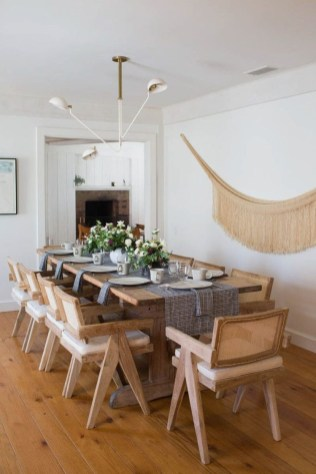 Charming Dining Room Decor Ideas For Valentines Day 34