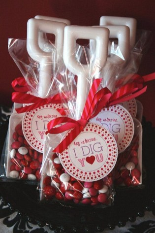 Cute Table Setting Ideas For Valentines Day 16